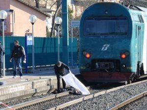 Giallo a Domodossola, due fratelli finiscono sotto un treno: