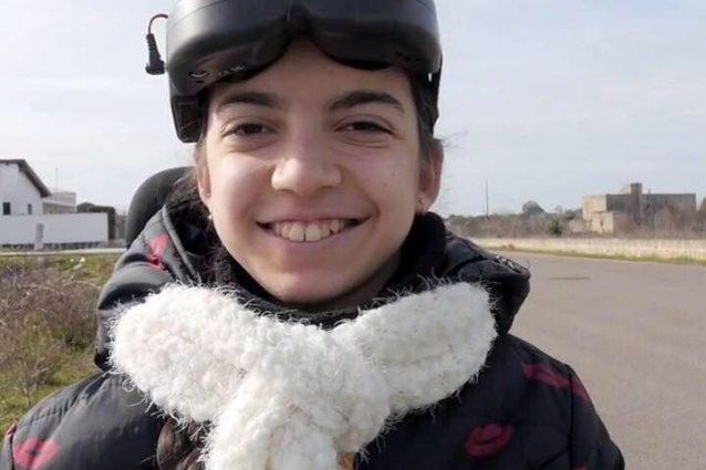 Luisa, 15 anni e un drone da competizione che la fa volare o