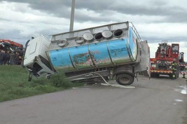 Puglia, schiacciati dal camion: muoiono bimbo, mamma e nonna
