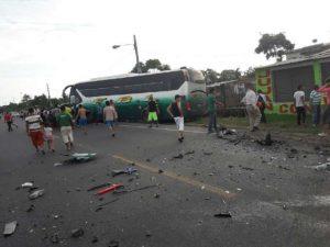 Scontro frontale tra due pullman, strage in Ecuador: 11 mort