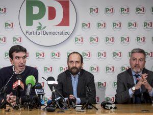 """Crollo ponte Genova, Pd all'attacco: """"Basta fake news, denun"""