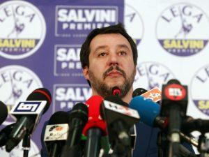 Una gelataia si rifiuta di servire Salvini e viene licenziata
