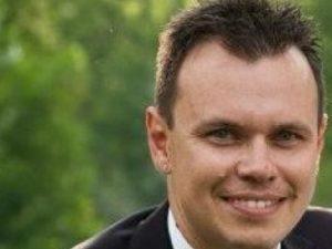 Forti dolori alla testa: padre di famiglia muore a 38 anni per un male fatale ed incurabile