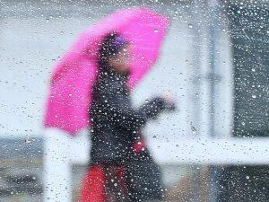 Meteo, allerta maltempo: nubifragi e neve al Sud