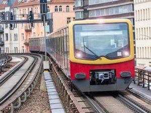"""""""Smettetela di fare sesso orale, vergognatevi"""", e sul treno scoppia la rissa tra pendolari"""