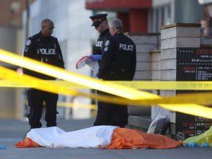Furgone sui passanti a Toronto, 10 morti. Killer è uno studente non legato al terrorismo