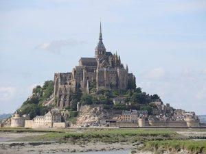 Francia. Evacuata Mont Saint Michel: si cerca uomo che vuole