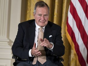 L'ex presidente Usa George H.W. Bush ricoverato in terapia i
