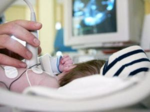 """Modena, grave un bimbo di 4 anni: """"Soffocato da un giocattol"""