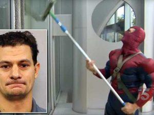 Si vestiva da Spiderman per i bambini malati: condannato a 1