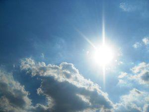 Meteo, domenica rovesci al Nord e caldo al Sud. Da lunedì calo diffuso delle temperature