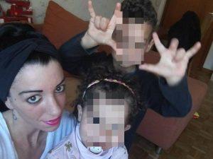 """Papà scappa con i figli, la mamma su Facebook: """"Come un incu"""
