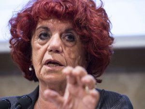 """Prof bullizzato in classe, l'ira del ministro: """"Non ammetter"""