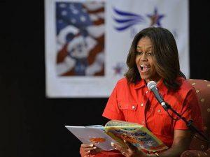 """Michelle Obama svela la cover di """"Becoming. La mia storia"""","""