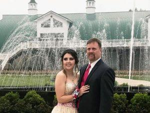 Il figlio muore in un incidente: il padre decide di accompag