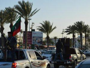"""Libia, i ribelli a Tripoli: """"Abbiamo circondato sedi governo"""". Occupata anche la Tv di Stato"""