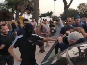 Grecia, il sindaco di Salonicco aggredito da militanti di es