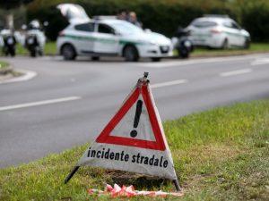 Tragico schianto in strada, mamma 38enne muore davanti a tre