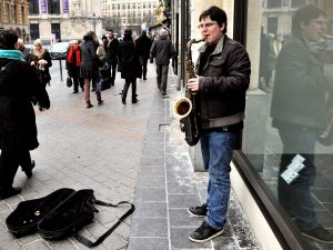 Torino, musicisti di strada a rischio: sequestro degli strum