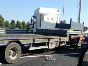 Mestre, incidente in tangenziale tra un camion e sei auto: c