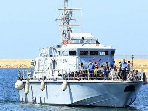 Nave della Guardia Costiera con 522 naufraghi a bordo attende da giorni un 'porto sicuro'