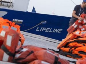 "Migranti, Matteo Salvini contro la Ong Lifeline: ""Nave pirat"