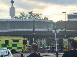 Londra, paura in metro per un'esplosione: gente in fuga, 5 p