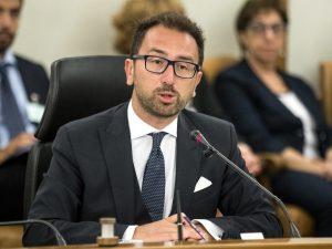"""Legittima Difesa, il ministro della Giustizia Alfonso Bonafede: """"Favorevole alla riforma, ma no a diffusione ..."""