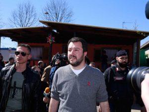 """Censimento Rom, polemica contro Matteo Salvini. Gentiloni: """"Ieri i rifugiati, domani le pistole per tutti"""""""