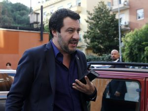 """Censimento rom, nuovo passo indietro di Matteo Salvini: """"Non è una priorità, ne parlerò coi sindaci"""""""