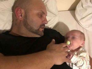"""Dj morì nel sonno stringendo il figlioletto di 8 mesi: """"Ucci"""