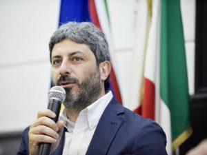 """Migranti, Roberto Fico si smarca da Matteo Salvini: """"Ue sanz"""