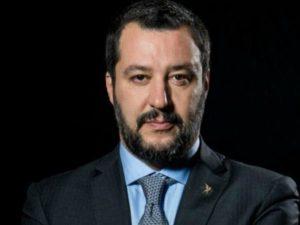 Matteo Salvini ci porta a un passo dalle leggi razziali: e g