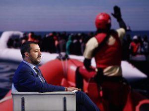 """Migranti, Matteo Salvini contro la Ong Lifeline: """"Vada in Olanda, non toccherà il suolo italiano"""""""