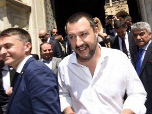 """Salvini: """"Buonisti e scafisti hanno 800 morti sulla coscienza. Difenderemo frontiere esterne"""""""