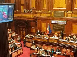 """Def, le Camere approvano la risoluzione M5s-Lega: """"Più flessibilità ed evitare aumento Iva"""""""