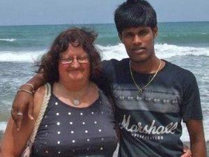 Anziana sposa giovane dello Sri Lanka. Lui viene ucciso. Lei