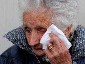 Terremoto, nonna Peppina ricoverata in ospedale: la 95enne è
