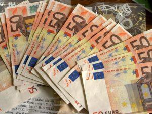 """L'Ocse boccia il salario minimo di Luigi Di Maio: """"9 euro l'"""