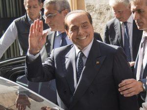 Berlusconi torna in campo e lancia una frecciata a Salvini: