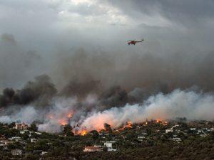 Ancora incendi in Grecia |  500 persone evacuate dall'isola di Eubea
