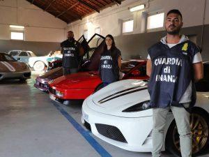 Per il fisco era nullatenente: in garage aveva 20 Ferrari e