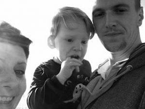 Incendio in casa: morti bimbo di 4 anni e la mamma, ferito il compagno. Arrestato un uomo