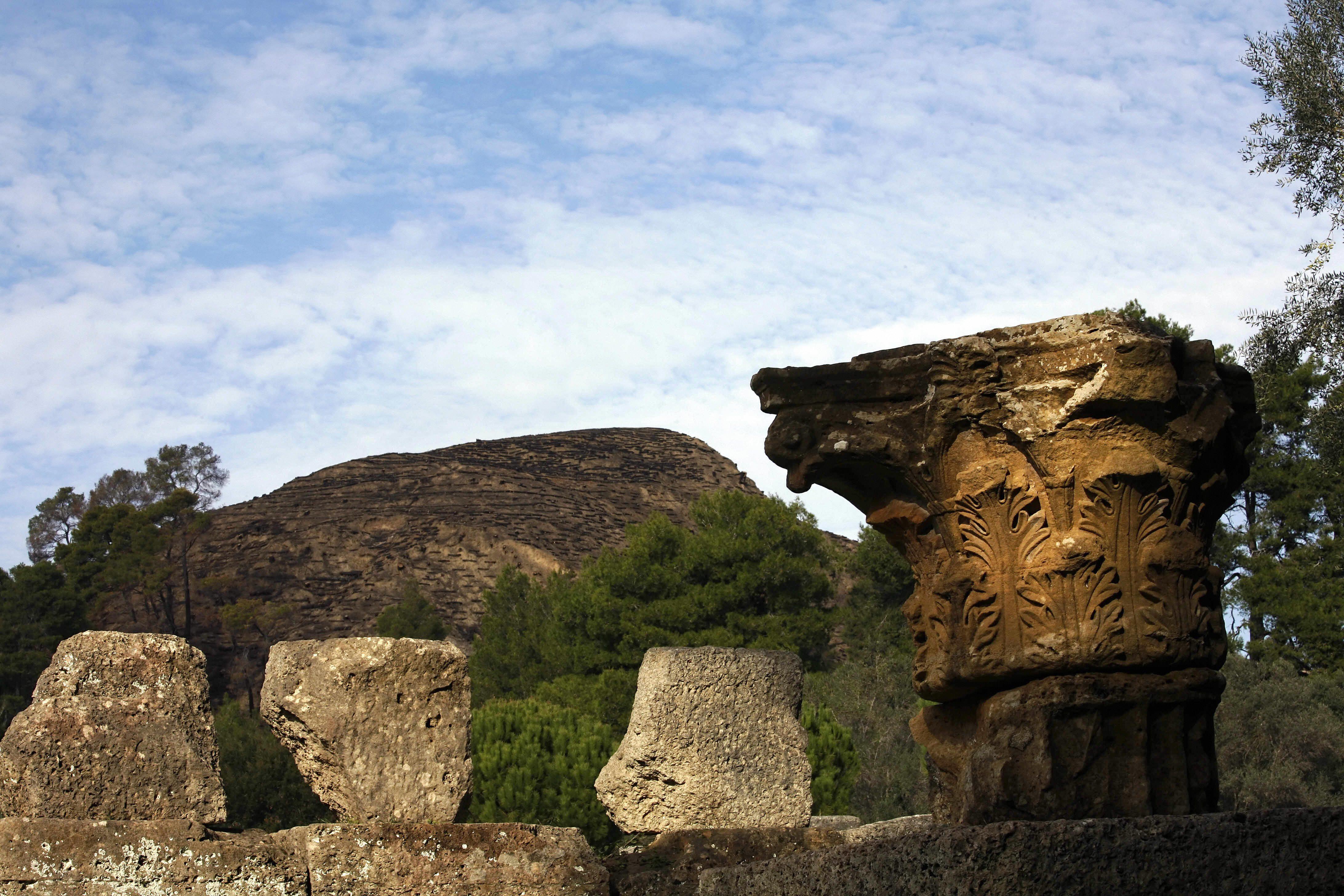 Risultati immagini per rinvenuta tavoletta con versi dell'Odissea