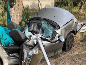 Tragico incidente nel leccese: Mattia, 20 anni, si schianta con la sua auto e muore sul colpo