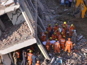 India, crolla un palazzo in costruzione: almeno 3 morti e un