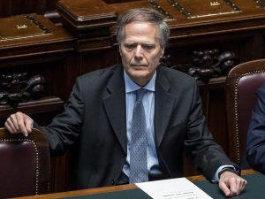 """Migranti, il ministro Moavero: """"Porti italiani rimangono ape"""