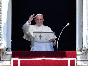 """Migranti, l'appello del Papa: """"Basta tragedie in mare, la comunità internazionale agisca"""""""