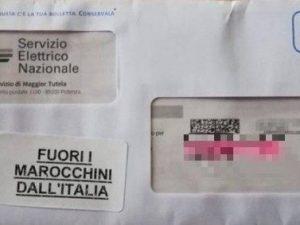 """""""Fuori i marocchini dall'Italia"""". L'assurda scritta sulle bu"""