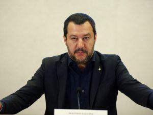 Migranti, arriva il decreto Salvini: addio al permesso di soggiorno ...